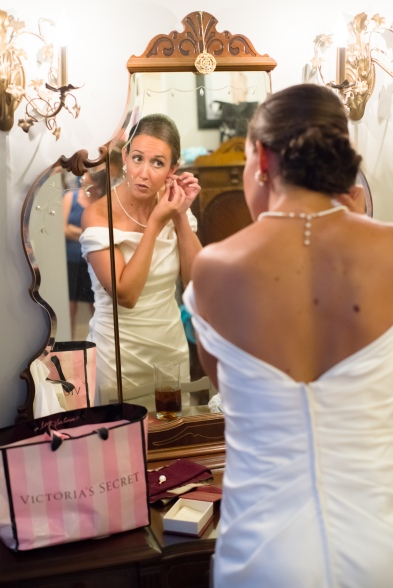 Carolina Club, Chapel Hill, NC: Bridal preparation in her mother's dressing room